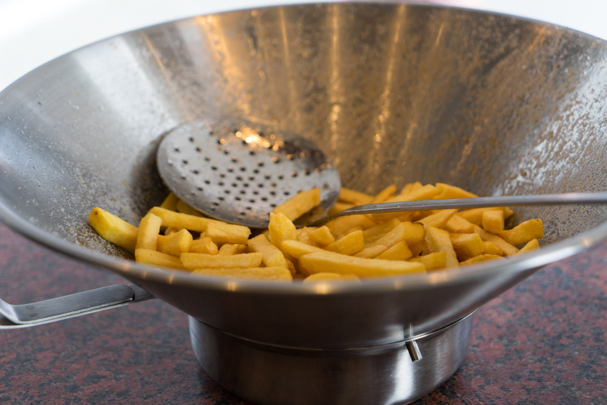 frietje-on-tour-frietbak-met-schep